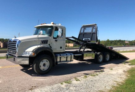 Image for Mack Granite GU533 28' Century Bed Rollback, 2013